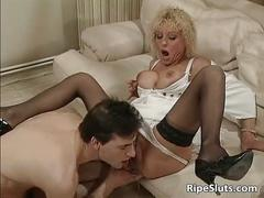 Busty mature whore pisses over guy face
