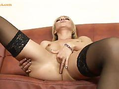 Amateur babe spreads her legs and masturbates