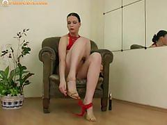 Shaved pussy babe victorie play hot in solo.