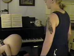Piano spank