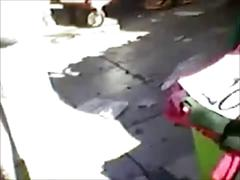 Tocando culo en la calle