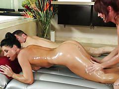 Hot masseuse gets kinky