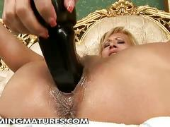Mature whore gets fisted deep