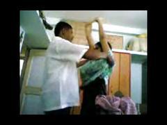 Doctor follandose a la empleada de limpieza