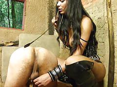 Tranny domme fucks her slave