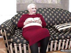 Fat mature woman sucks a stiff rod