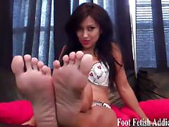 Suck my little toes and lick my soft arches