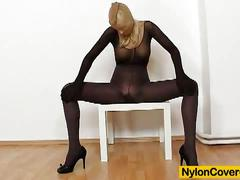 Nylon bitch bella morgan toying in pantyhose