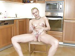 Mature blonde knows her ways in the kitchen