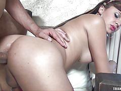 Juicy ass tranny likes anal