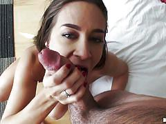Lazy ass chick fools around with her guy