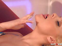 Hot g vibe: small blonde squeals when she squirts