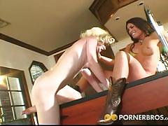 Faye reagan and her girlfriend go lesbo together