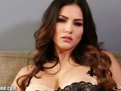 Sunny leone strips and rubs her sweet clam