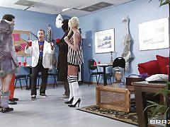Slutty nurse taunts her doctor to suck