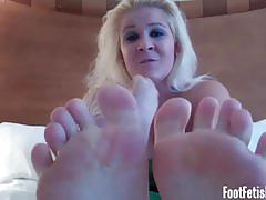 Come and worship their very sexy feet