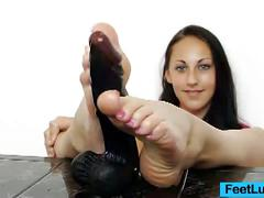 Brunette ell storm rubs sleek dildo with her feet
