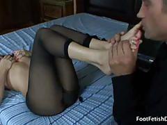 Dahlia sin's feet licked