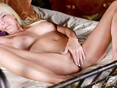 Solo masturbating performance by milf erica lauren