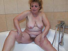 Nanny gets dirty in the bathtub