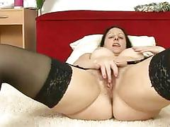 Well endowed mom amber lustfull masturbating