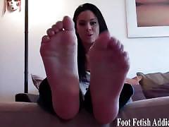 Babes love toe sucking