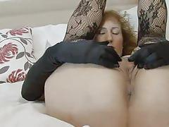 Curvy mature naomi xxx fingering her old cunt