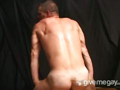 Muslced stripping newbie on camera