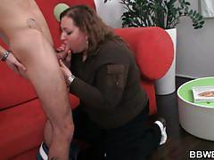 He pays a delivery fatty with a good fuck