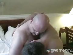 Two horny white amateur dude fucks hard in the bed