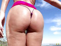 Busty bubblebutt babe sucking and fucking outdoors