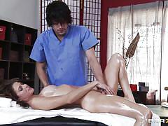 Cutie jenni lee gets her body rubbed