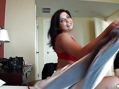 Cinta mitchell shows off her ass!