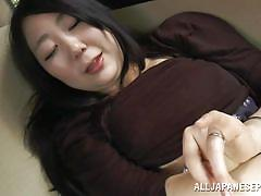Chubby japanese babe sucks cock in the back seat