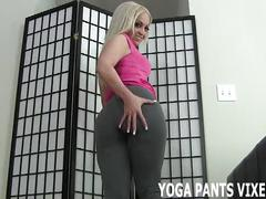 Look at how my yoga pants hug my puffy pussy joi