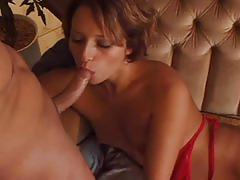 Hot babe loves fucking with her asshole