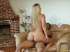 Diana lins shows her bouncing ass while fucking