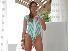 Saucy tori black uses her favourite toy to cum