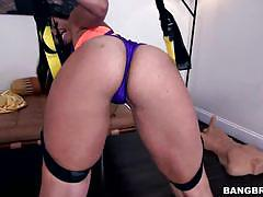 Kelsi monroe gets her fat ass swinging on big dick