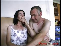 Creampie surprise ! elle gicle sur le canape sans se retenir !!! french amateur