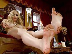 Clean the goddess's dirty feet