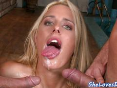 Amateur babe fucked in threeway