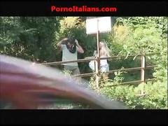 Girl slut fucks bus stop ragazza troia scopa alla fermata del bus