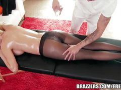 Big booty bombshell loves oily anal