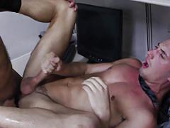 Dude cums all over himself while being fucked