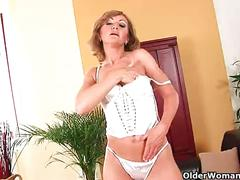 Older mom brandy has small breasts and a hot body