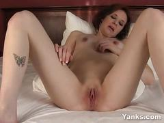 Slim vixxxen masturbating her shaved cunny