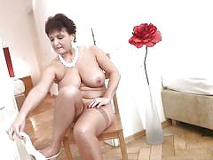 Chubby mature bitch masturbates