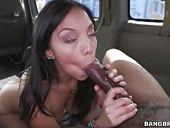 Vivianna gets banged in the bus