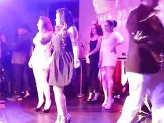 Morena mexicana piernuda y nalgona enseña como bailar en tacones